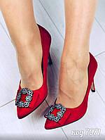 Женские красные туфли лодочки с заостренным носком на шпильке с брошью, фото 1