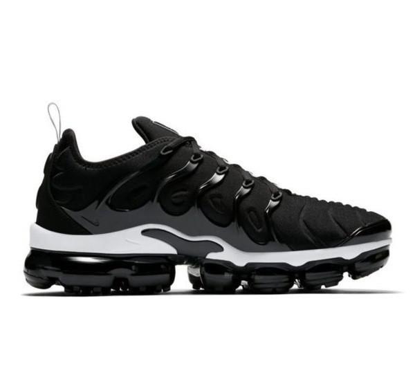Мужские Кроссовки Nike Air VaporMax Plus Чёрно-Белые Найк (размеры: 41,43,44,45,46) Видео Обзор