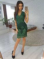 Кружевное платье-футляр без рукавов зеленого цвета