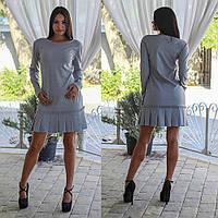 Стильное демисезонное платье с рюшами