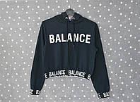 """Укороченный свитшот с капюшоном и принтом """"Balance"""" - темно-синий, фото 1"""