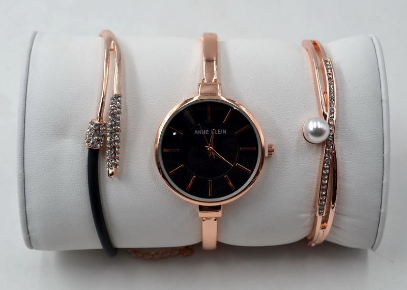 Часы Нежно-розовые