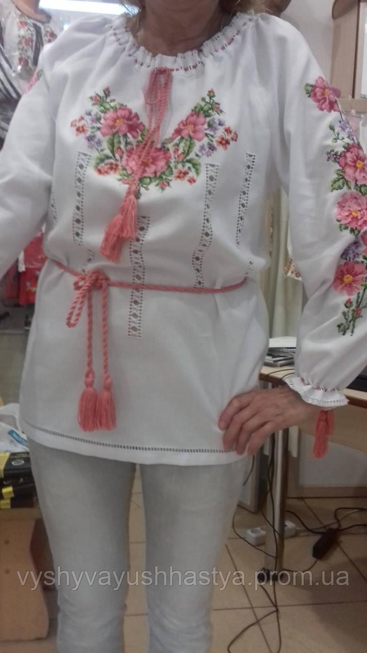 """Женская вышитая блузка """"Цветочная нежность""""."""