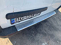 Opel Vivaro 2015 Накладка на задний бампер