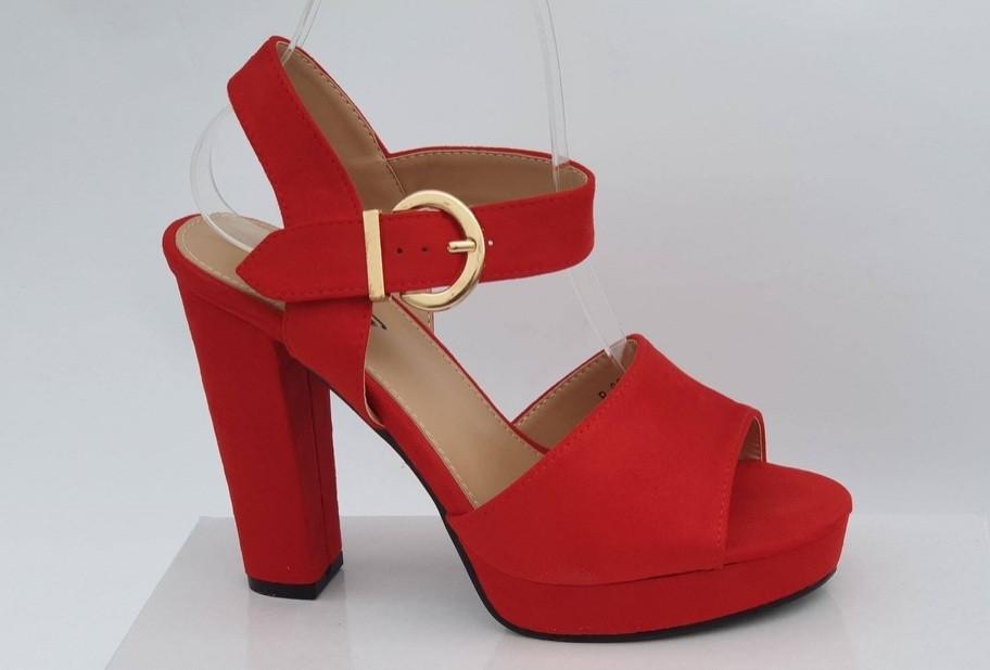 Женские босоножки Dana red