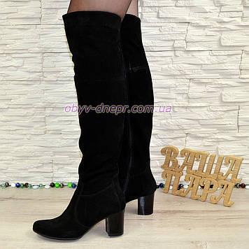 Ботфорты   замшевые на устойчивом каблуке, цвет черный.