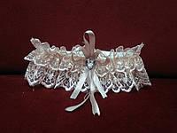 Свадебная подвязка для невесты кружевная пудровая