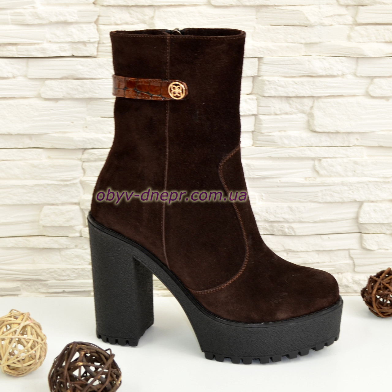 Ботинки женские коричневые замшевые   на платформе