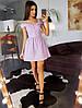Сиреневое приталенное платье с вышивкой ришелье с красивыми отворотами