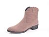 Ботинки Казаки светло-бежевые из натуральной кожи на низком каблуке