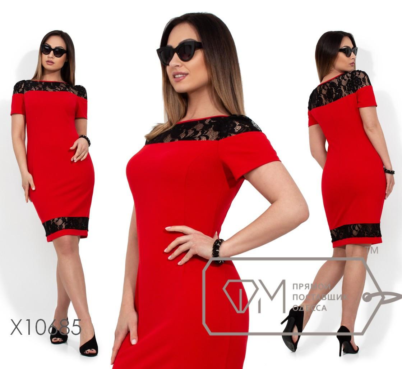 (от 48 до 54 размера) Облегающее платье в больших размерах с вставками кружева vN316
