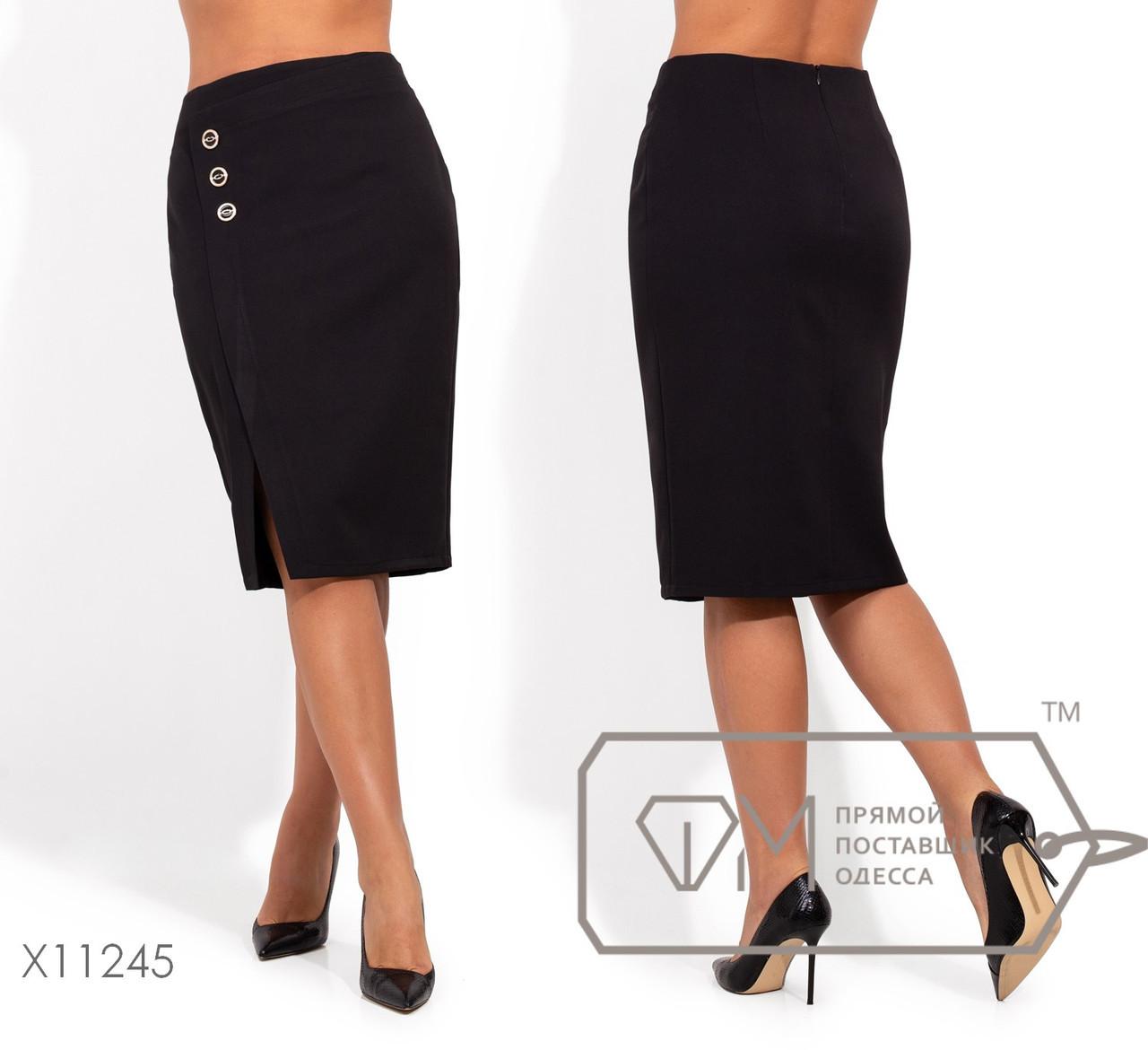 Женская юбка - карандаш в больших размерах с небольшим разрезом и декором vN1276