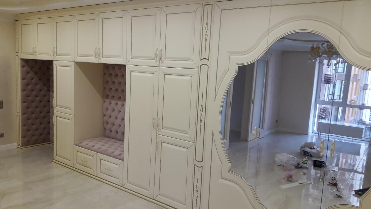 Мебель на заказ под интерьер Днепр. Шкафы-купе. Большой шкаф на всю прихожую в стиле классика.