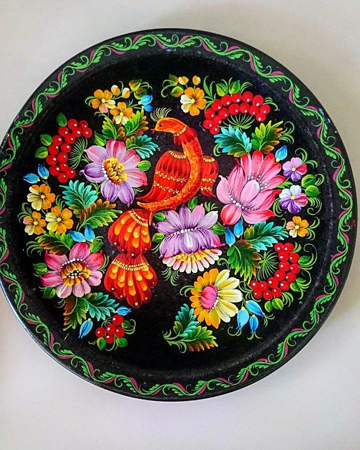 Сувенірна тарілка з розписом
