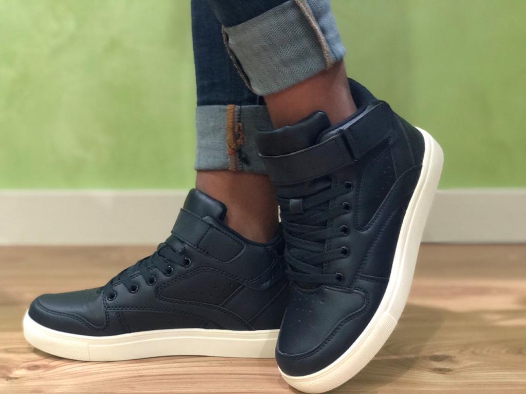 Кросівки високі жіночі оптом