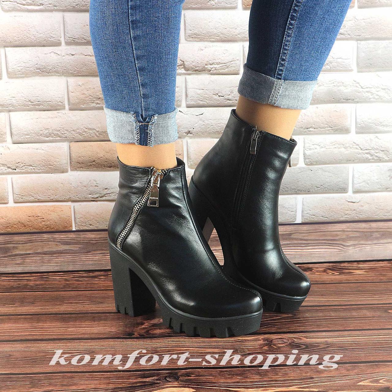 Женские кожаные черные  ботинки на среднем каблуке   V 977