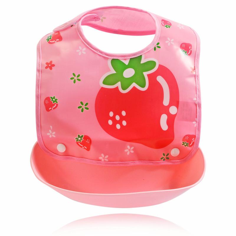 Слюнявчик детский на кнопках с карманом Клубника 30*23см