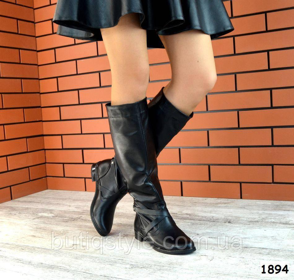 Демисезонные женские черные сапоги-трубы натур.кожа на низком ходу