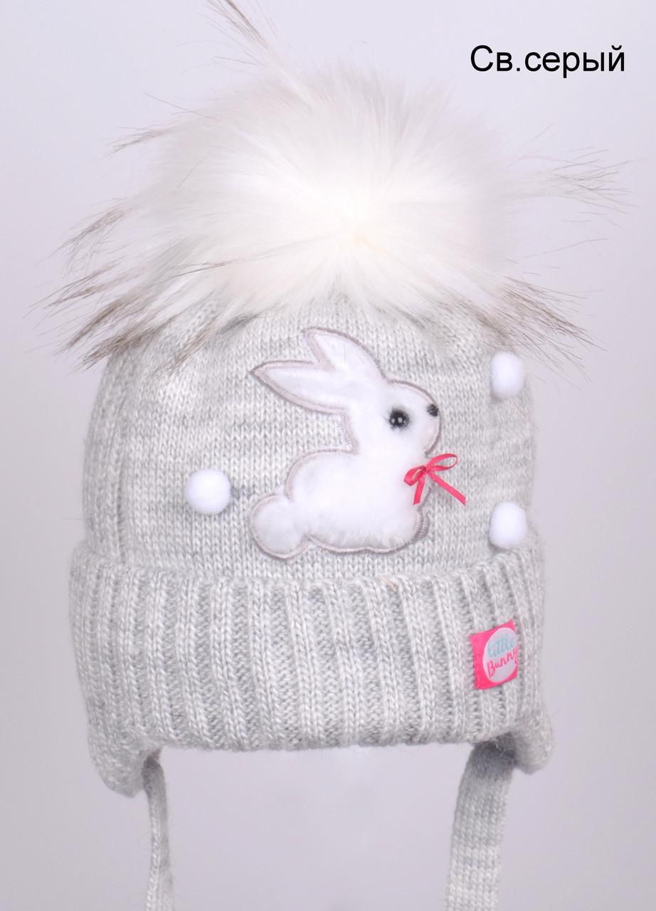 Зимняя шапка на девочку теплая украшена помпонами и Зайчиком