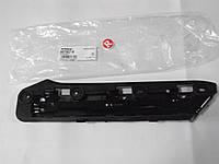 Крепление бампера правое VW Caddy c 04г.в.