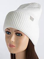 Стильная шапка с отворотом Бемби молочного цвета