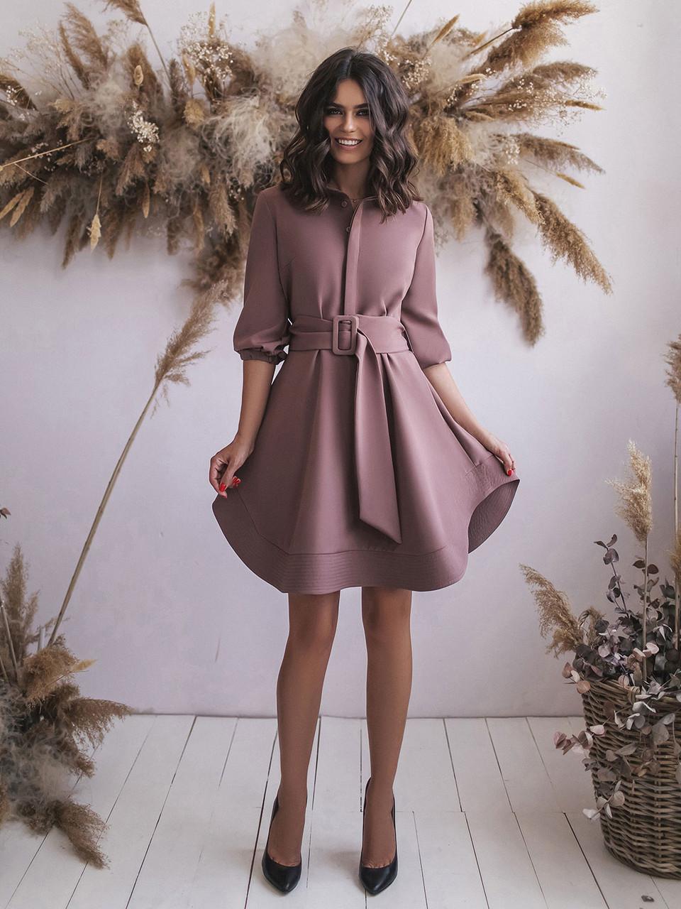 Платье цвета мокко с поясом и расклешенным подолом