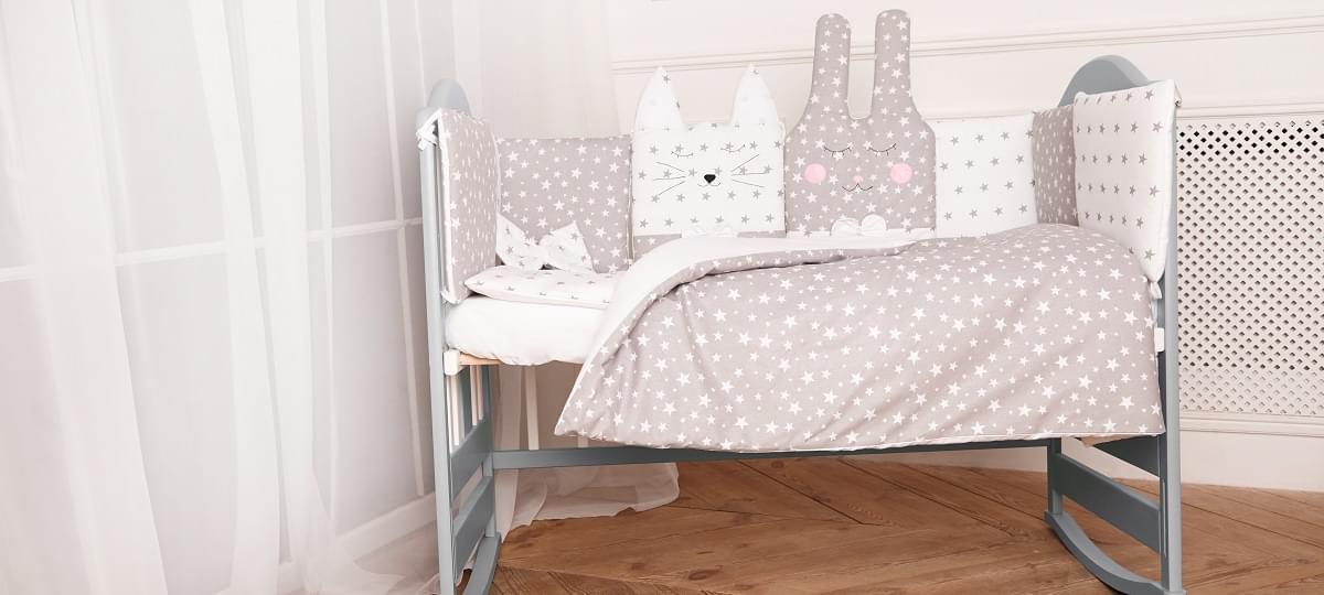 Комплект постельного белья с бортиками, одеялом и подушкой  в кроватку Зверушки в расцветках