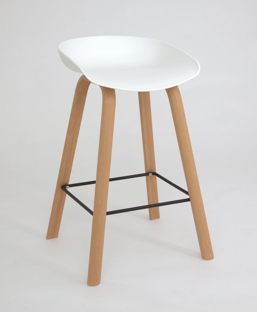 Барний стілець з пластиковим сидінням та ніжками під дерево