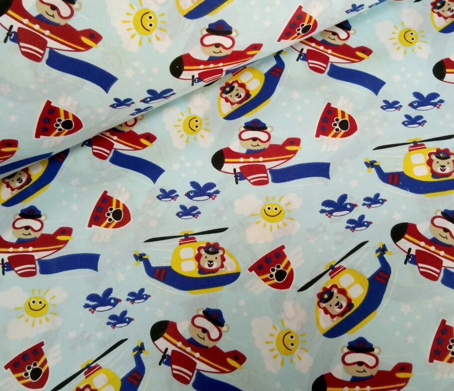 Хлопковая ткань мишки на вертолетах и самолетах на голубом