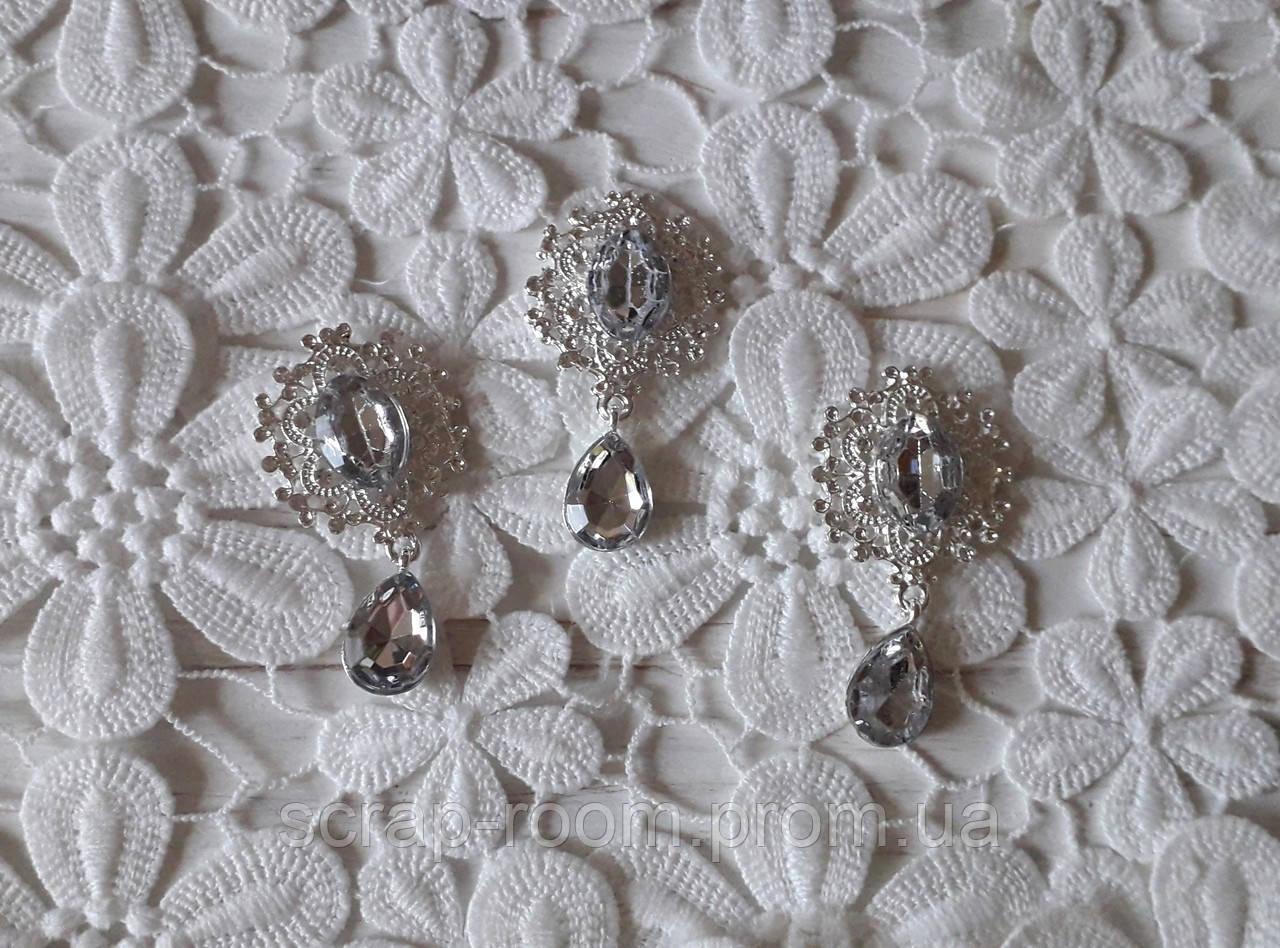 Брошь со стразами, брошь с камнем прозрачным, брошь с подвеской, брошь свадебная, размер 25*45 мм, цена за шт