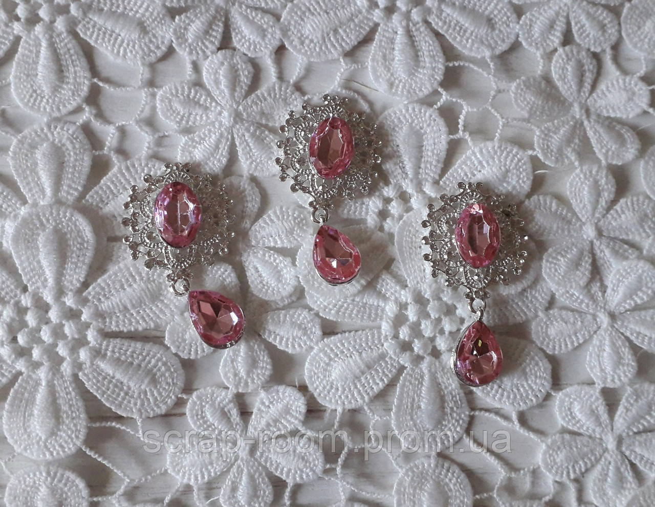Брошь со стразами, брошь с розовым камнем, брошь с подвеской, брошь свадебная, размер 25*45 мм, цена за шт