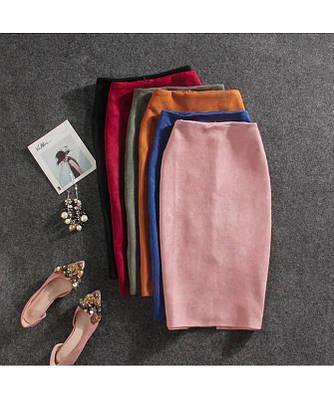 Стильная юбка по колено из замша на дайвинге с молнией и шлицой