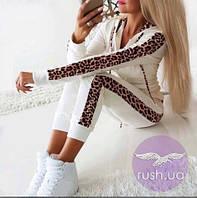 Женский костюм с леопардовыми лампасами