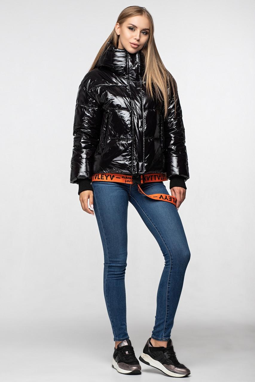 Лаковая женская короткая зимняя куртка KTL-310 (новая коллекция Зима 2019 - 2020) черная с оранжевым поясом