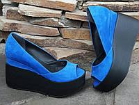 Летние кожаные туфли-босоножки на танкетке