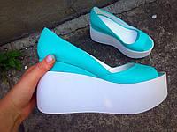 Летние кожаные туфли-босоножки на танкетке бирюза