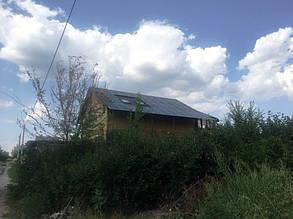 Фотомодули на крыше основного дома.