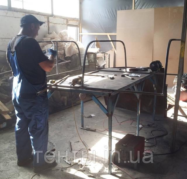 Процес підготовки до фарбування каркаса на кузов пікапа