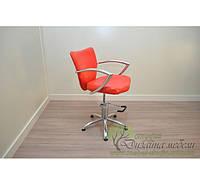 Парикмахерское кресло клиента с хромированными подлокотниками