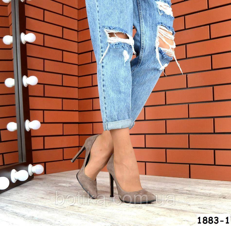 Классические замшевые туфли лодочки на шпильке визонового цвета