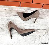Классические замшевые туфли лодочки на шпильке визонового цвета, фото 3