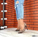 Классические замшевые туфли лодочки на шпильке визонового цвета, фото 2