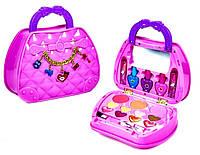 Набор детской косметики в сумочке.