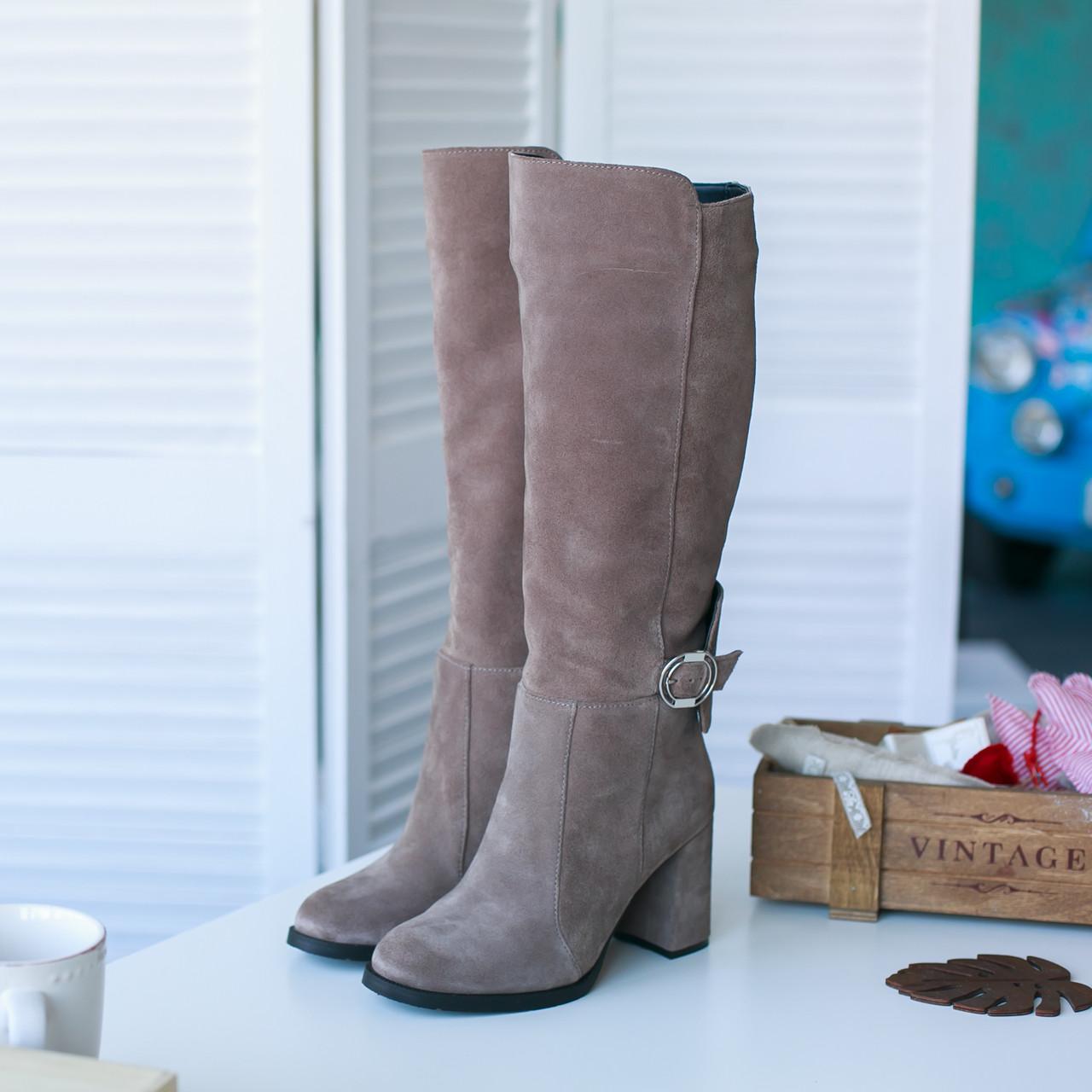 Стильні замшеві чоботи на високих підборах