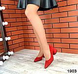 Черные, красные, пудровые элегантные замшевые туфли на каблуке, фото 7