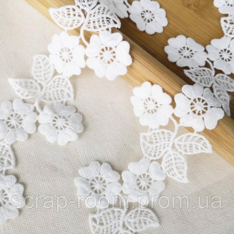 Кружево белое хлопок вышитые цветы, ширина кружева 5,5 см, цена указана за 45 см