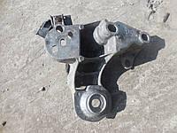 Кронштейн двигателяAudi A4 B5, A6 C5, 4B0199352A