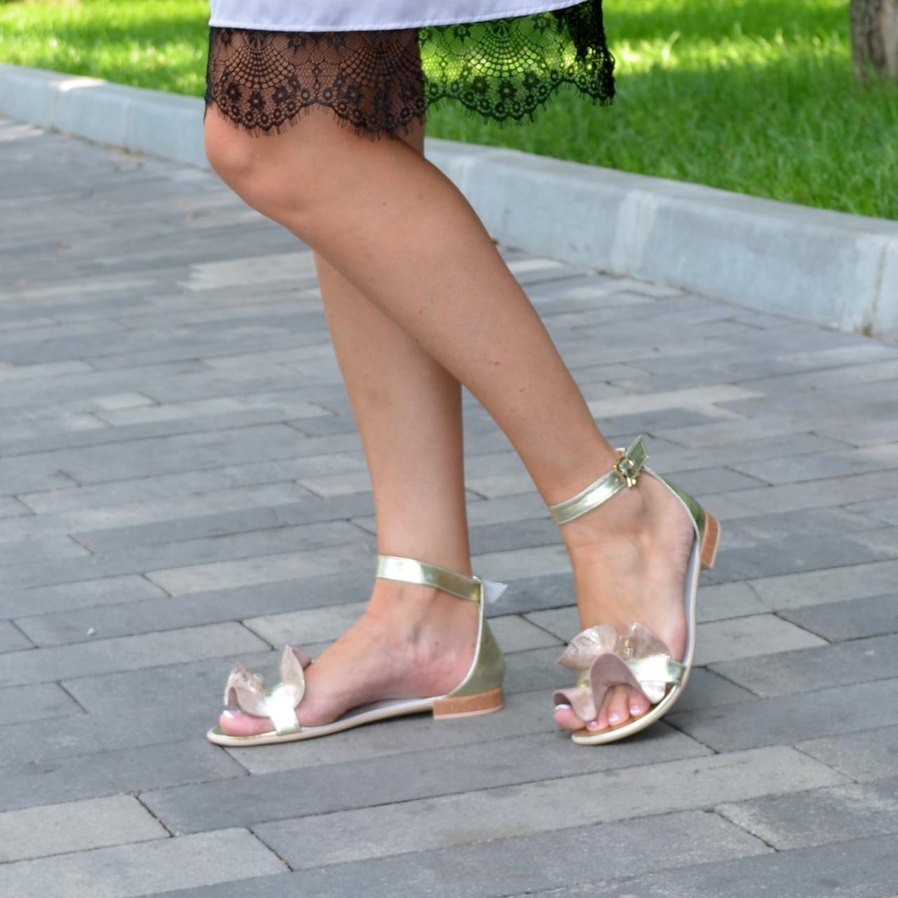 Босоножки женские кожаные на низком ходу, цвет золото. 39 размер