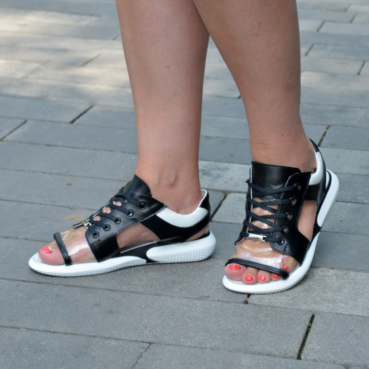 Босоножки спортивные кожаные на шнурках, цвет черный/белый. 37 размер