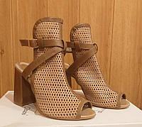 Босоножки женские кожаные на высоком устойчивом каблуке. 38 размер